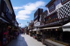 The way from Taishakuten to Station