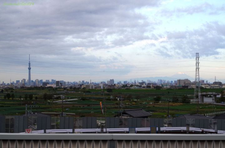 In left-hand, Tokyo Tower and Tokyo Sky Tree, In right-hand Mt.Fuji